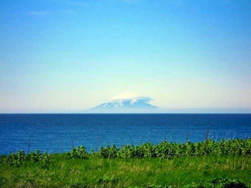 雲がかかった利尻島